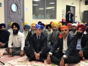 Fifi part à la rencontre des Sikhs (et ça lui fait très plaisir)